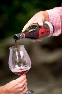 Eola-Hills-wine-pour
